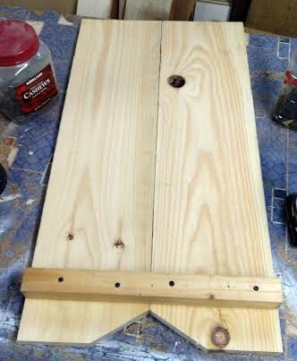 reclaimed pine used to build a farmhouse work table