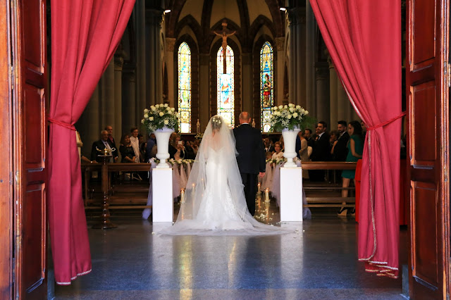 Ingresso chiesa matrimonio decorazioni floreali