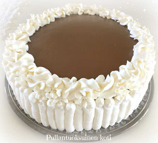 #kinuskikakku #caramelcake #cake #kermakakku #creamcake #täytekakku #leivonta #paraskinuskikakku #bestcake #homemadecake