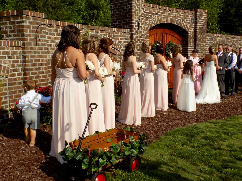 Raleigh Wedding Blog: Tara and Matt\'s Beautiful Wedding at The Oaks ...
