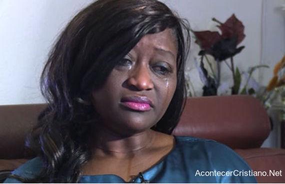 Enfermera Sarah Kuteh despedida de empleo en hospital