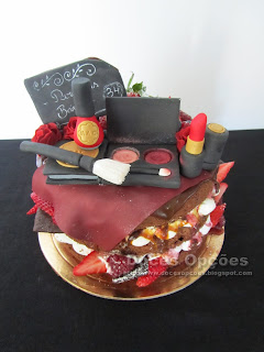 Um naked cake com muita maquilhagem