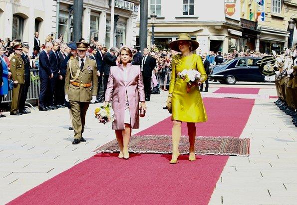 King Willem-Alexander and Queen Máxima, Prince Guillaume, Princess Stéphanie, Duchess Maria Teresa, Duke Henri. Maxima wore Natan dress