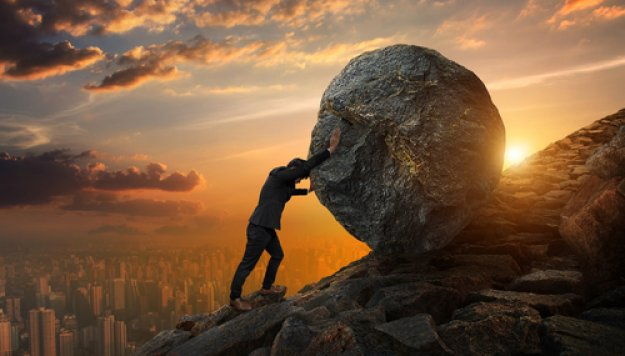 Bloomberg: «Βουνό» οι κίνδυνοι για την Ελλάδα το 2019