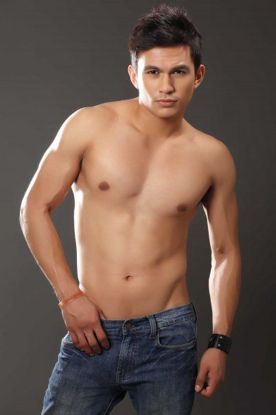 Dennis trillo sexy body
