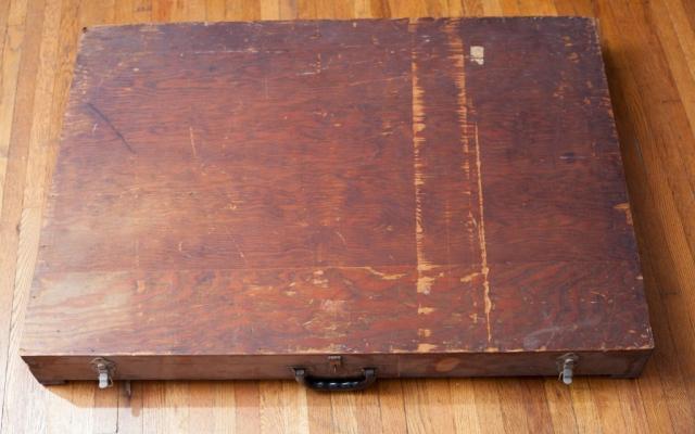 Откриха стара захвърлена кутия, но никога не бихте предположили какво откриха вътре! /СНИМКИ/