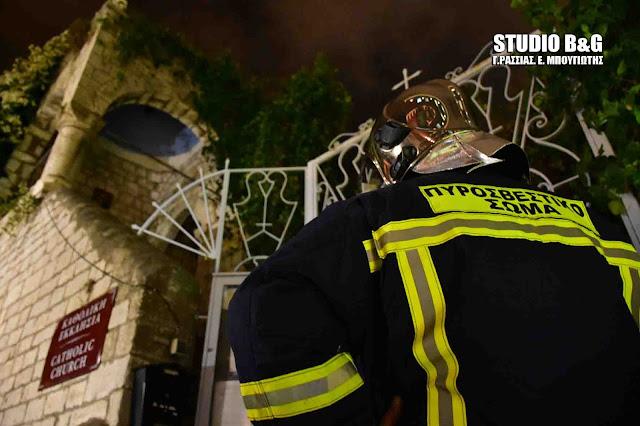 Περίεργη φωτιά στην Καθολική εκκλησία στο Ναύπλιο (βίντεο)