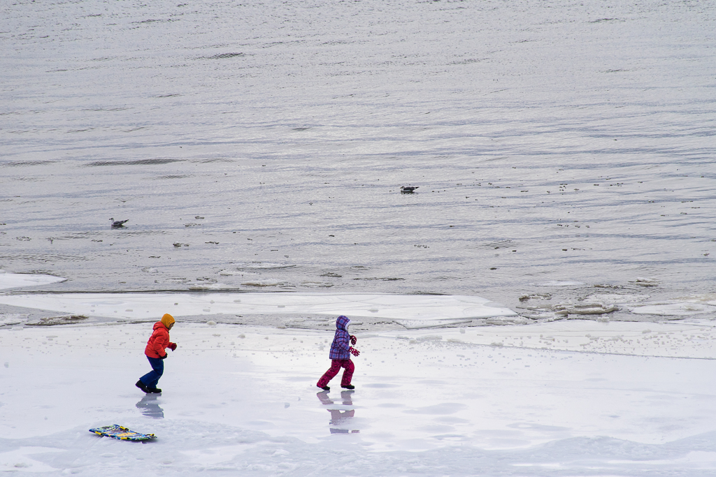 kids playing in the snow in lake tahoe