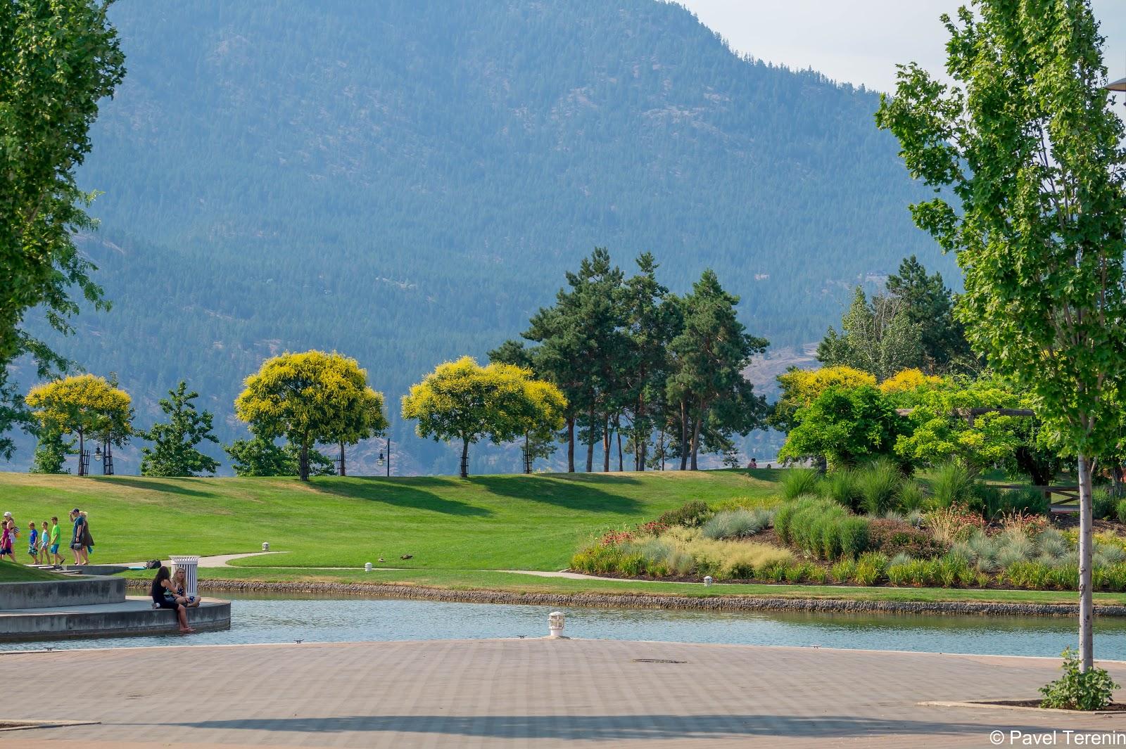 А сам парк очень располагает к посиделкам или пикникам на зелёной травке.