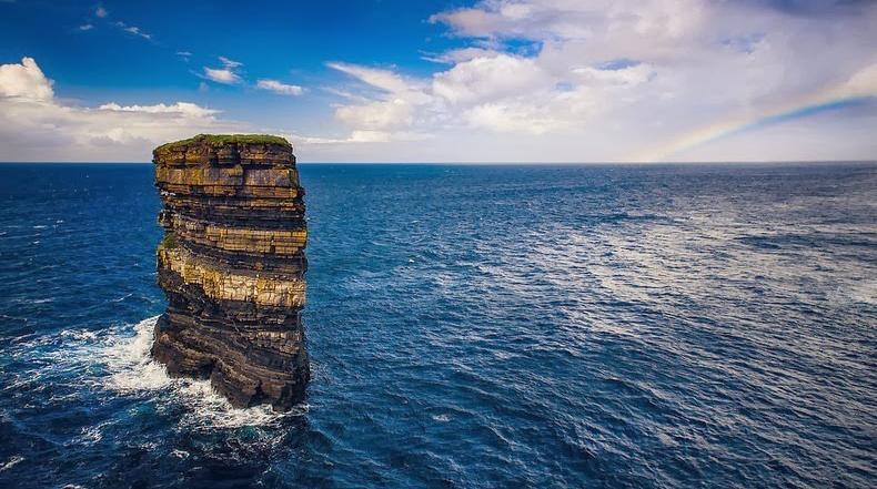 Dun Briste, una impresionante pila de mar en Downpatrick Head