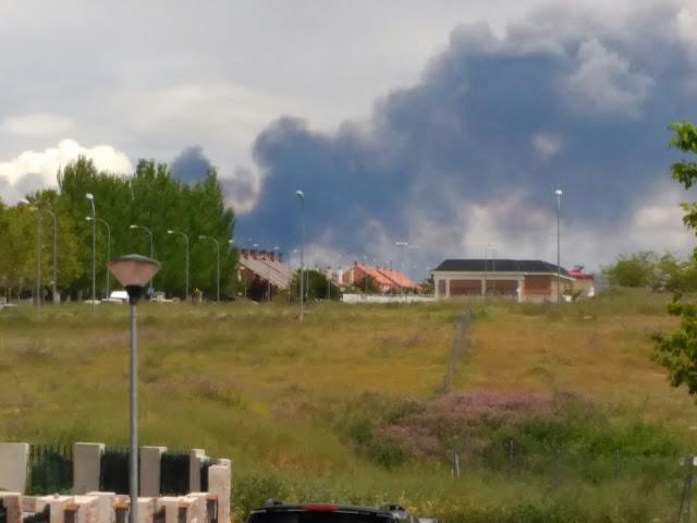 LA columnade humo vista desde la localidad de Illescas