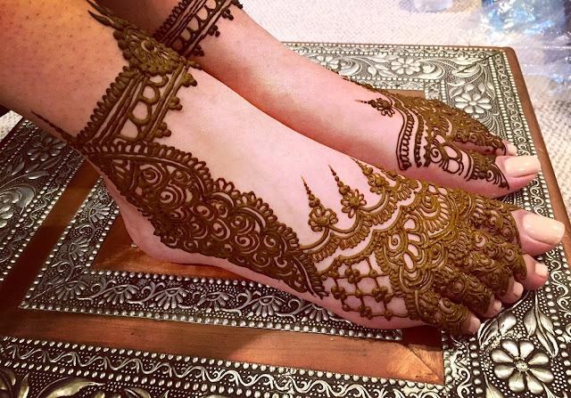 Eid Mubarak Feet Mehndi Design
