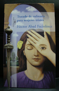 Portada del libro Tratado de culinaria para mujeres tristes, de Héctor Abad Faciolince