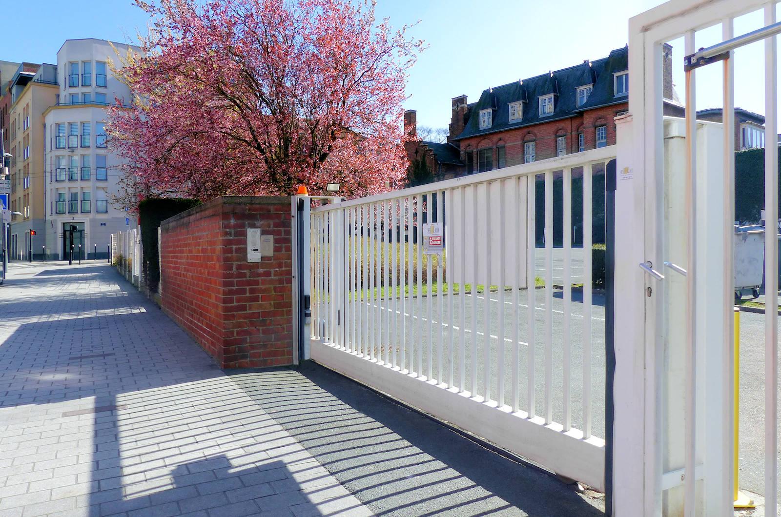 Ophtalmologistes AOBEFFROI Tourcoing - Grille Parking Privé