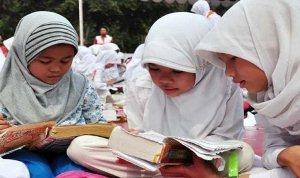 Pendidikan anak menurut Al-quran surat Luqman 18 - Info Madrasah