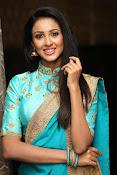Priyashri sizzling at Majnu audio-thumbnail-6