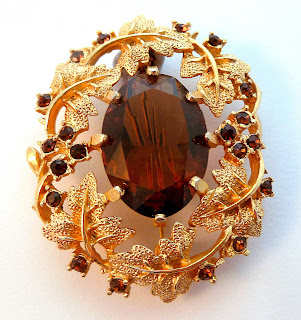 http://www.kcavintagegems.uk/vintage-large-sarah-coventry-vine-leaf-and-smoky-topaz-brooch-5643-p.asp