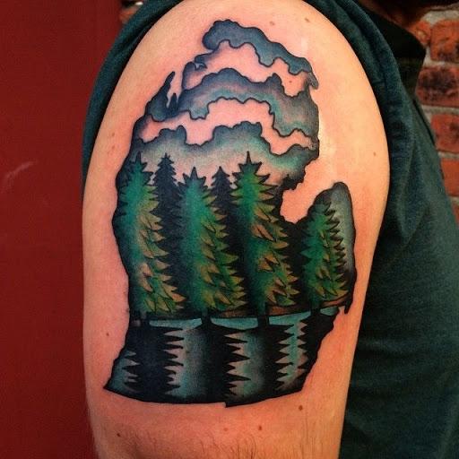 Este naturalista luva de tatuagem