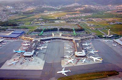Pátio externo do aeroporto de Guarulhos