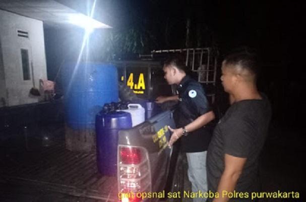 Polres Purwakarta Sita Ratusan Liter Tuak di Bojong