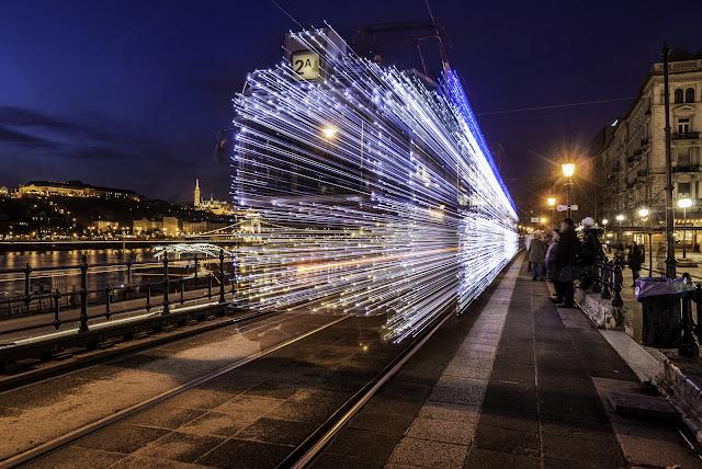 まるでワープのよう?長時間露光で撮られた美し作品7つ【Art】 ワープする電車