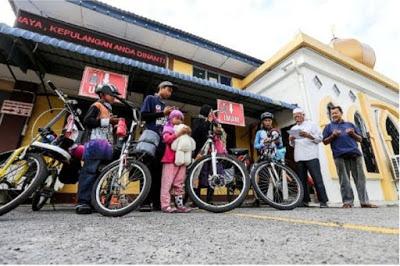 keluarga dari jakarta indonesia berbasikal ke mekkah untuk menunaikan umrah