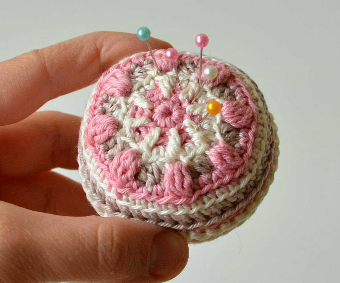 Original pin cushion overlay crochet pattern by by www.lillabjorncrochet.com