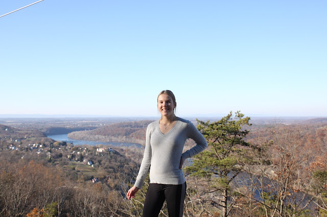 YFU-vaihto-oppilas Iida patikoimassa West Virginiassa, Yhdysvalloissa