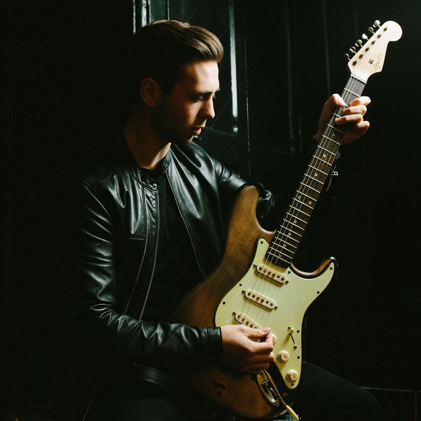 Bildergebnis für Laurence Jones guitarist