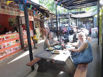 May & Zin Restaurant , Ao Nang, Krabi, Tailandia, La vuelta al mundo de Asun y Ricardo, vuelta al mundo, round the world, mundoporlibre.com