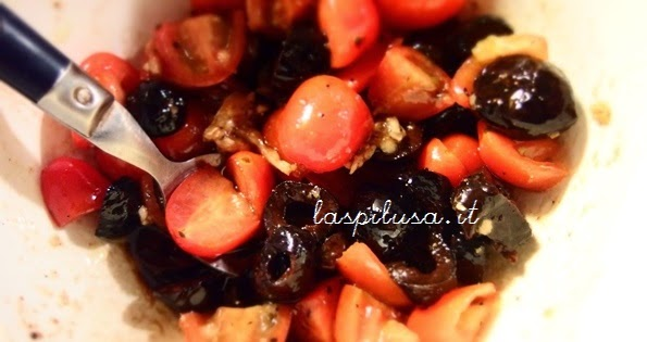 ricetta pescei al cartoccio pomodorini e olive nere
