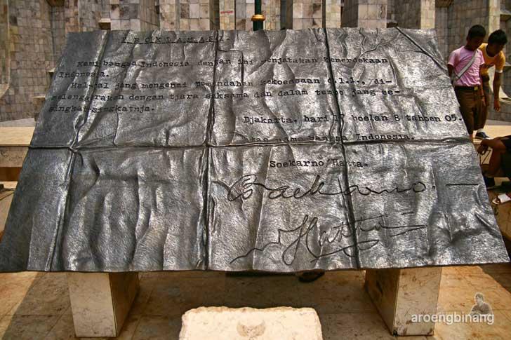 monumen soekarno-hatta menteng jakarta