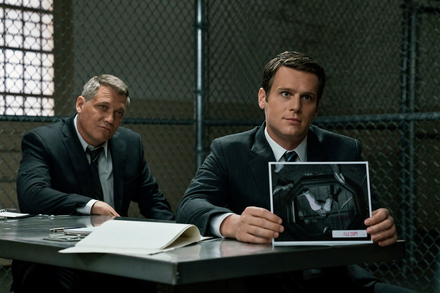mindhunters one of the smartest most mesmerizing shows i ve seen in a while avoiding the usual cliches of serial killers by going back to the time when