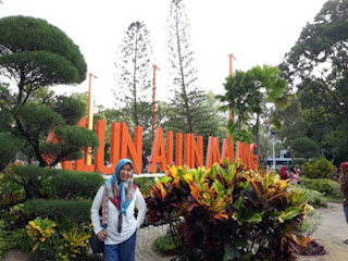 Rina rayis di Alun-alun Kota Malang