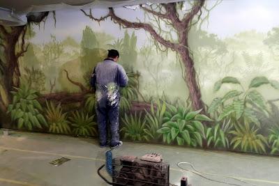 Malowanie obrazów na ścianie, malowanie dżungli na ścianie, tropikalny las, malowidło ścienne przedstawiające dżunglę