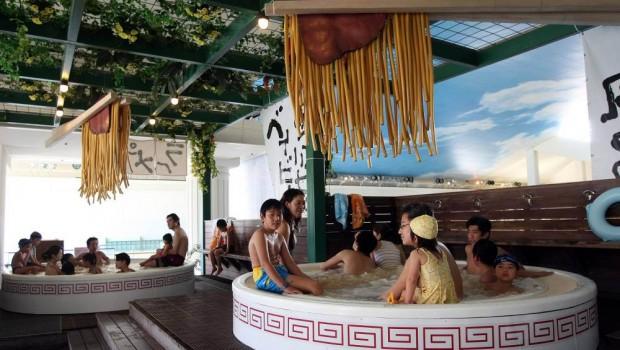Les bains japonais aux nouilles - Bizarrerie cosmétique - Blog beauté Les Mousquetettes