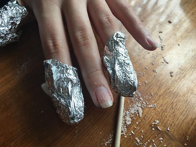quitar esmalte de uñas permanente