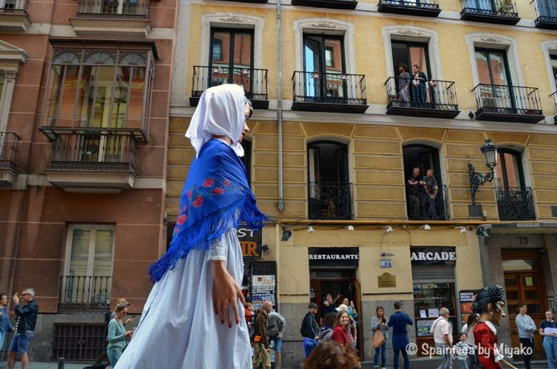 Fiestas de San Isidro en Madrid マドリードのサン·イシドロ祭りで練り歩く伝統人形