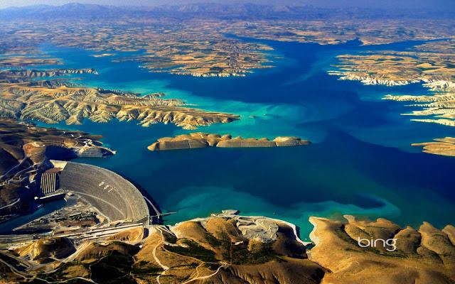 Atatruk DAM, bendungan raksasa Turki yang menghabiskan sepertiga debit air sungai eufrat. salah satu faktor mengeringnya sungai eufrat