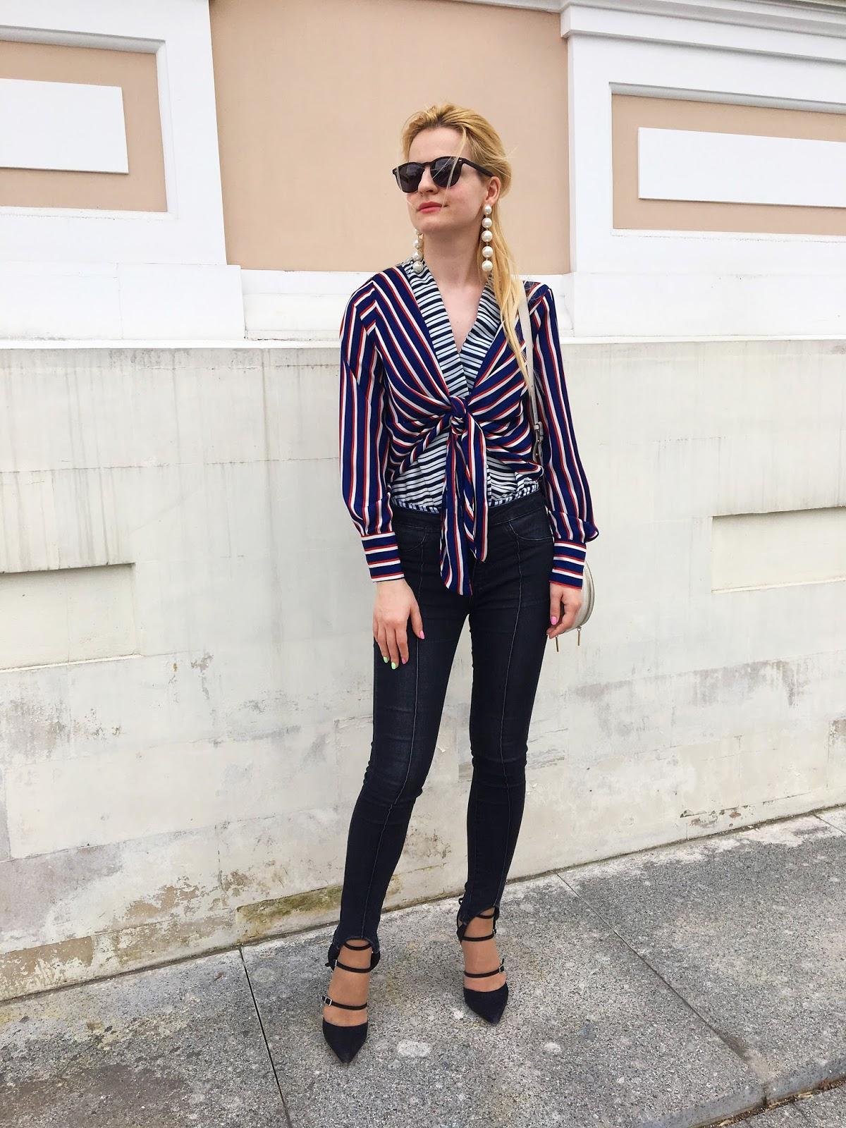 фото модные тенденции, модные джинсы, джинсы штрипки, модный блоггер