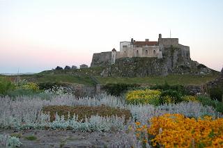 zamek Lindisfarne i ogród