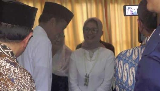 Jokowi Temui Istri Mantan Wapres Umar Wirahadikusumah