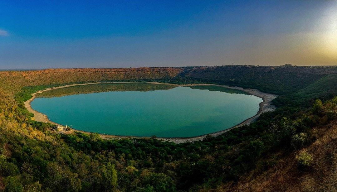Lonar_Sarovar_lake_Maharastra_Free_Stock_Images_Photos_Quotes
