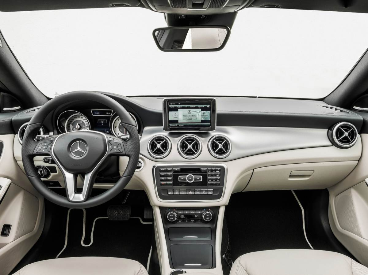 2013 Mercedes Benz CLA 250   Interior