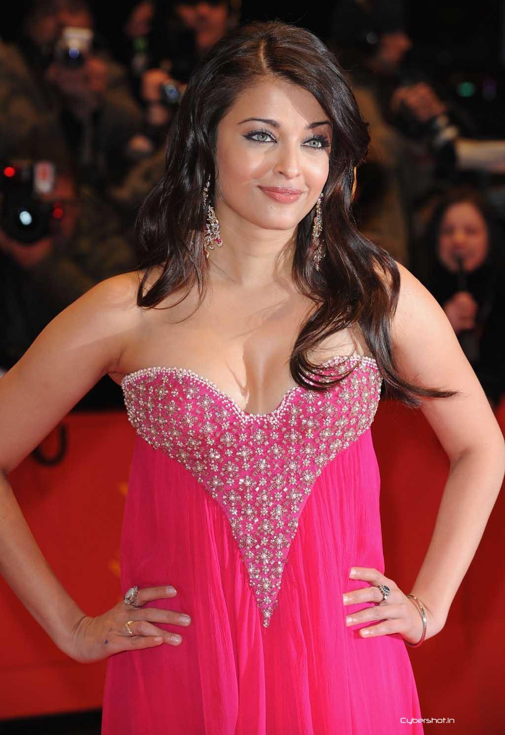 aishwarya rai sexy cleavage pics 02