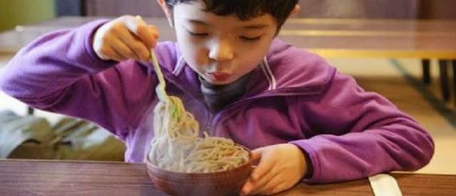 http://4.bp.blogspot.com/-39GpZtt8JiQ/VNQSLPCUAqI/AAAAAAAAD6o/hViRszlGNOU/s1600/Meniup.Makanan.jpg