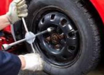 cara mengganti ban mobil yang bocor