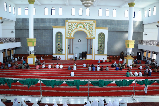 Warga Asahan yang mengikuti pengajian di Masjid Agung Kisaran.