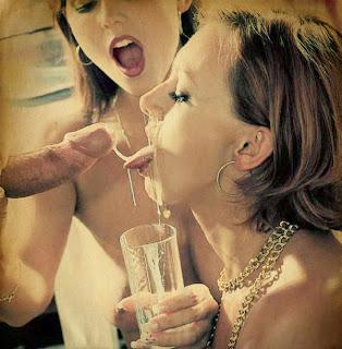 Tomando leite da fonte