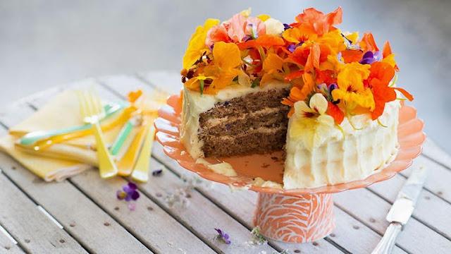 hummingbird cake is a tropical mix of banana and pineapple Hummingbird cake recipe